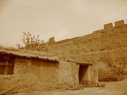 古老的城墙和房屋