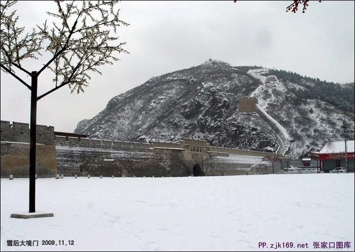 大境门雪景图片
